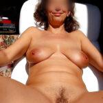 Elodie, mature chaudasse naturiste 1