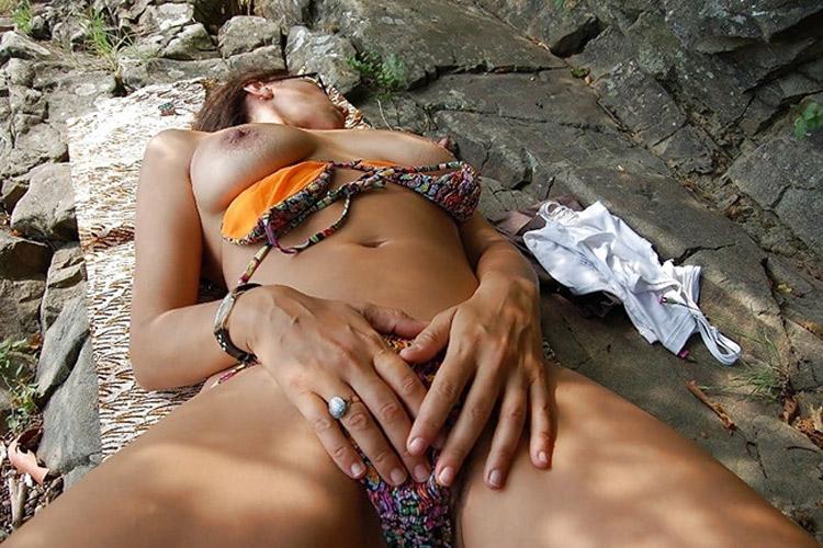 Elodie, mature chaudasse naturiste 7