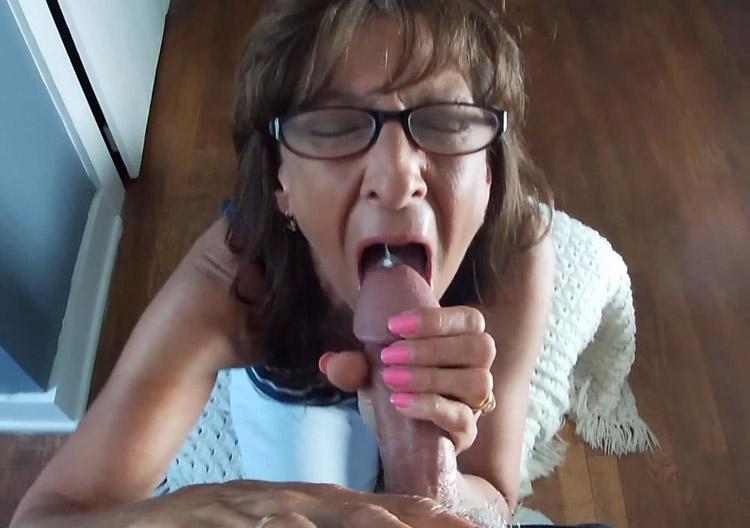 Francine suceuse cougar pompe un dard 1