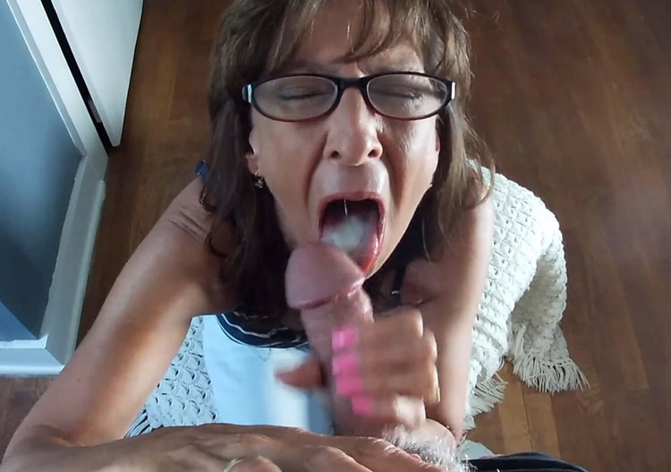 Francine suceuse cougar pompe un dard 2