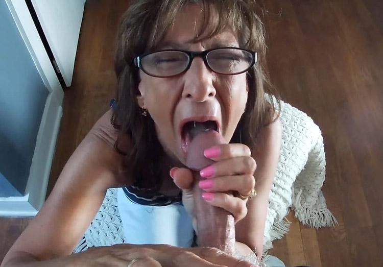 Francine suceuse cougar pompe un dard 3