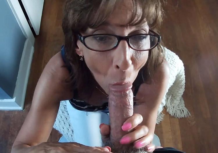 Francine suceuse cougar pompe un dard 4