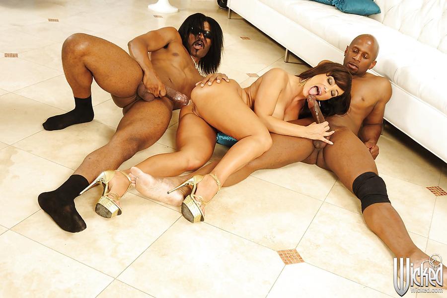 Gangbang interracial Lisa Ann Wicked 6