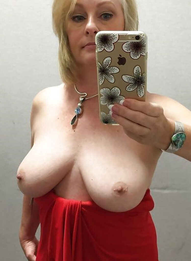 Micheline bourgeoise nue sensuelle