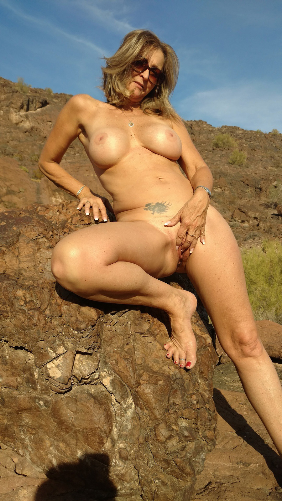 Sexagénaire blonde naturiste en Airizona 1
