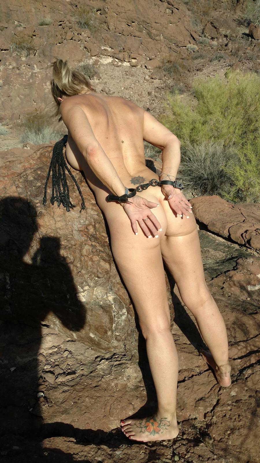 Sexagénaire blonde naturiste en Airizona 3
