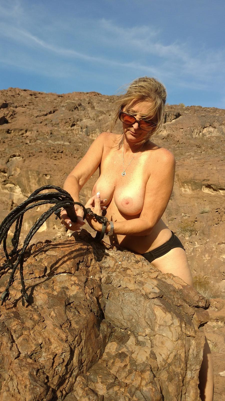 Sexagénaire blonde naturiste en Airizona 4