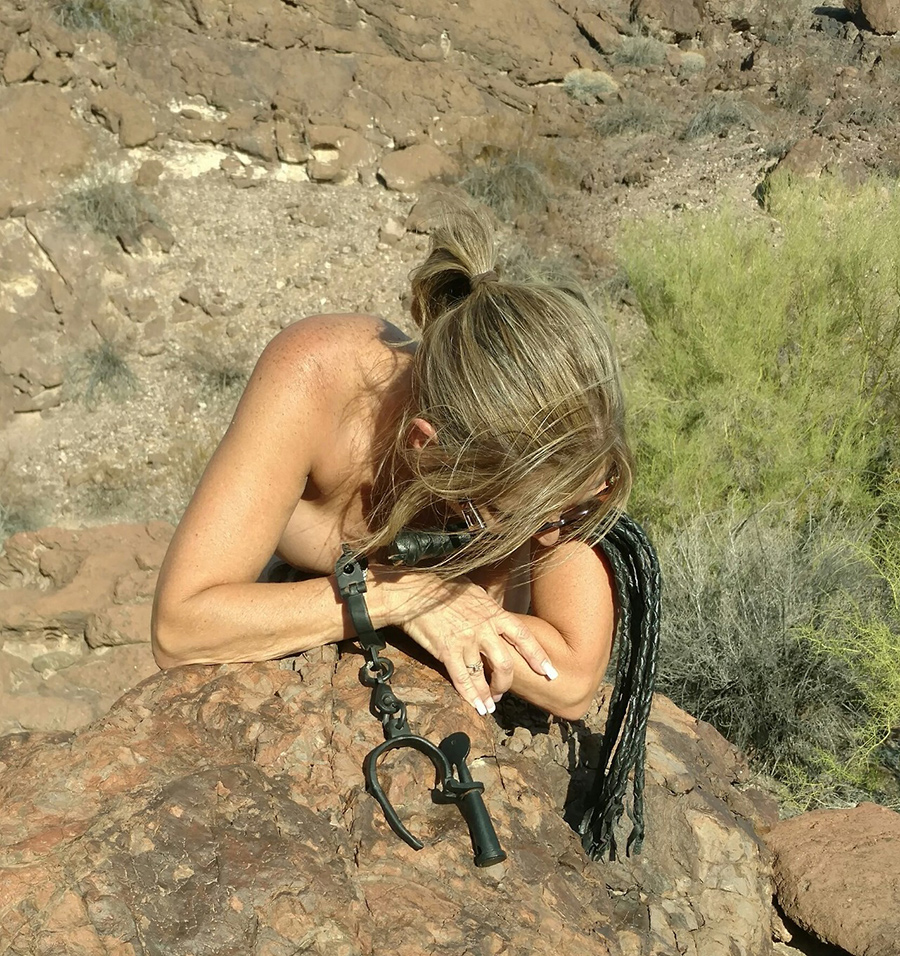 Sexagénaire blonde naturiste en Airizona 5