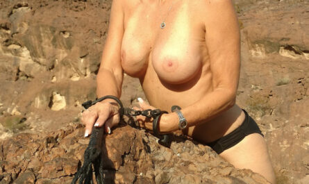 Sexagénaire blonde naturiste en Airizona 7
