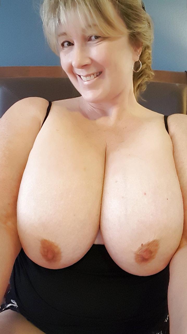 Valérie bourgeoise trop chaude gros seins 5