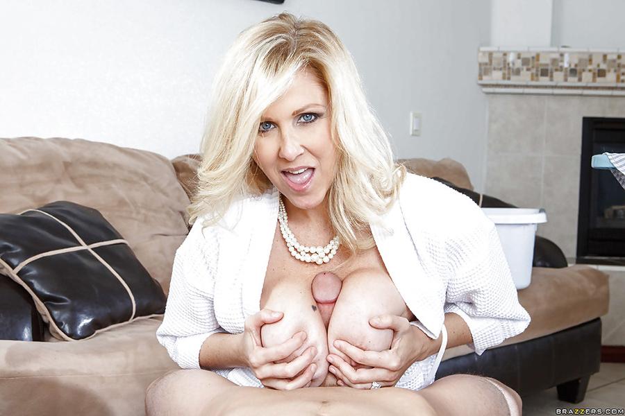 Julia Ann bourgeoise salope Mommy got boobs 4