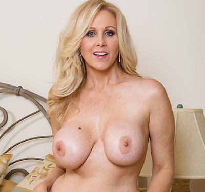 Les gros seins de Julia
