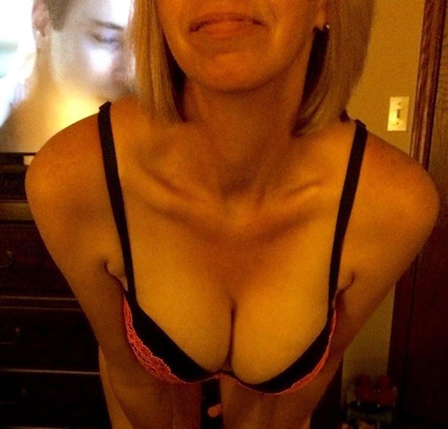 Julie cougar blonde de Lyon