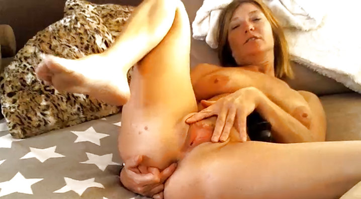 Masturbation de belle cougar Lille 1