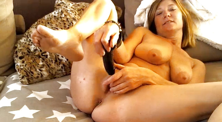 Masturbation de belle cougar Lille 10