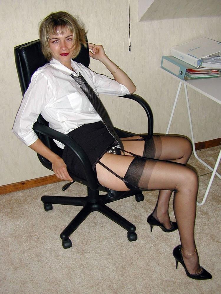 MILF blonde en bas nylons 6