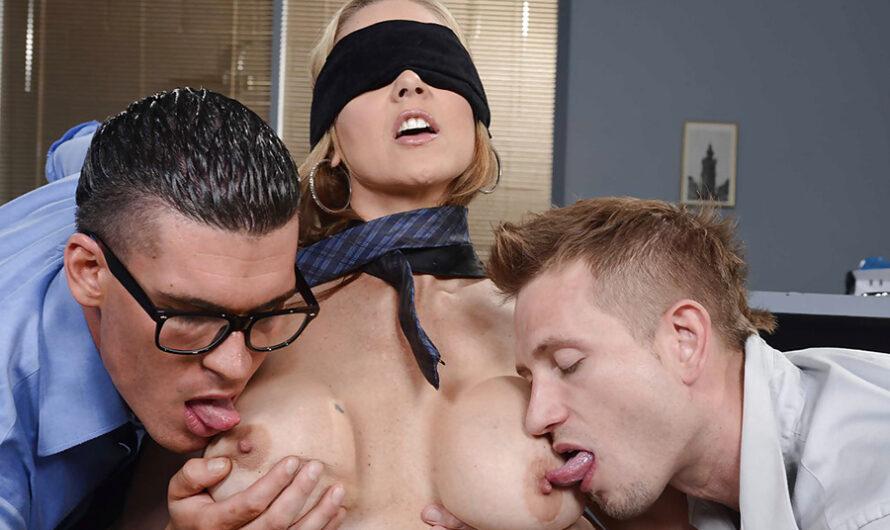 Partouze sexe les yeux bandés pour Julia Ann Big tits at Work